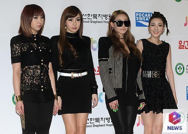 2NE1 luôn theo dõi sự trở lại của SNSD