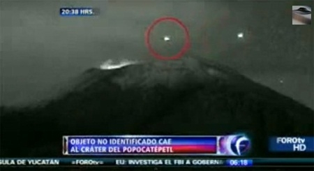 UFO xuất hiện trên miệng núi lửa