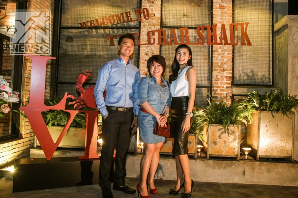 Vợ chồng Tăng Thanh Hà rạng rỡ trong ngày khai trương nhà hàng riêng - Tin sao Viet - Tin tuc sao Viet - Scandal sao Viet - Tin tuc cua Sao - Tin cua Sao