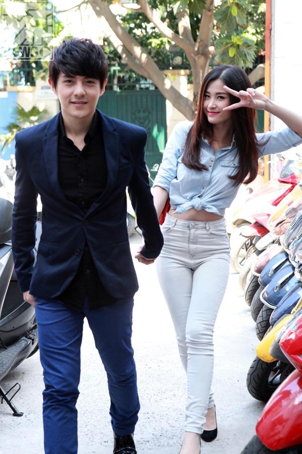 Cả 2 cùng tay trong tay đến với phim trường của YANđể tham gia chương trình YAN Chat tháng 2. - Tin sao Viet - Tin tuc sao Viet - Scandal sao Viet - Tin tuc cua Sao - Tin cua Sao