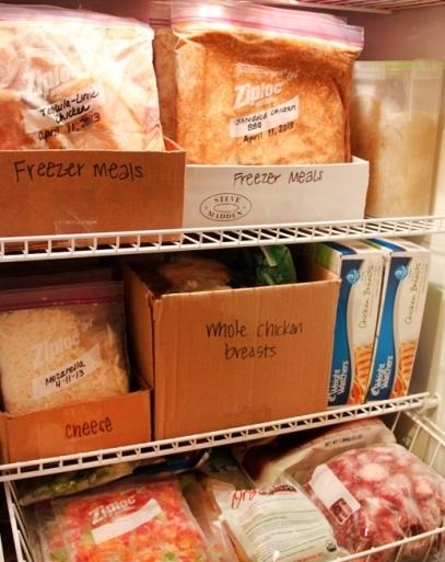 5. Những hộp đựng giày sẽ giúp tủ lạnh gọn gàng hơn và thực phẩm không bị lẫn lộ