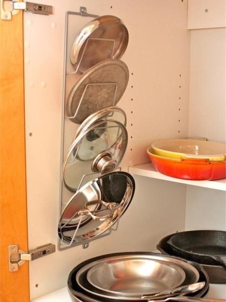 18. Kệ đựng tạp chí thật hữu dụng trong nhà bếp
