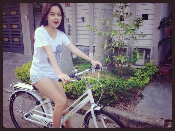 Phạm Quỳnh Anh trẻ trung năng động trong một phong trào thể thao lành mạnh nơi cô đang ở.