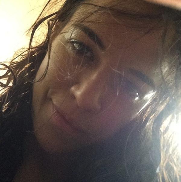 Michelle Rodriguez khoe mặt mộc khi vừa mới tắm xong.