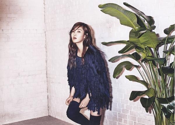 Yuri (SNSD) lạnh lùng với ánh mắt hút hồn trên tạp chí Bazaar