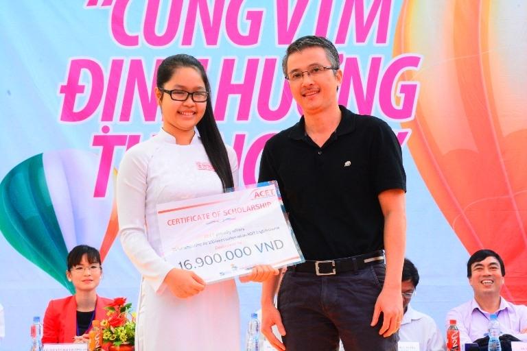 Tư vấn hướng nghiệp cho hàng nghìn học sinh THPT Mạc Đĩnh Chi