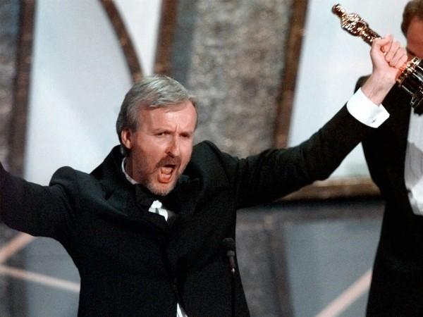 """Sau khi giành giải Oscar cho Đạo diễn xuất sắc nhất 1997 cho bộ phimTitanic, James Cameron đã quyết định trích dẫn câu nói nổi tiếng của bộ phim trong bài phát biểu của mình: """"Tôi là vua của thế giới!"""","""