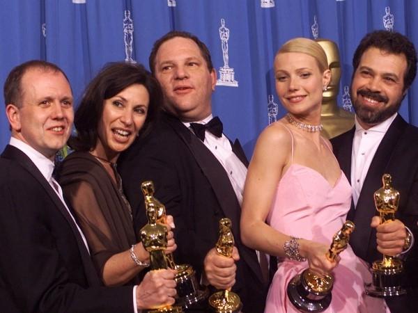 Bộ phim truyền hình Anh Shakespeare in Love đã mang về bảy giải Oscar tại lễ trao giải Oscar lần thứ 71, trong đó có bức tượng Best Picture, đáng ngạc nhiên nhiều người mong đợi đó làSteven Spielberg và Tom Hanks trong phim Thế chiến II .