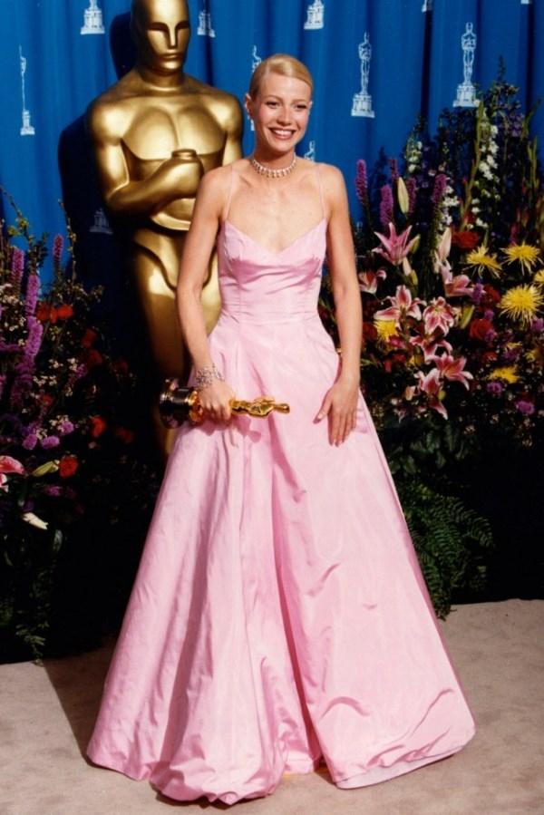 Những trang phục thảm đỏ Oscar đẹp nhất mọi thời đại