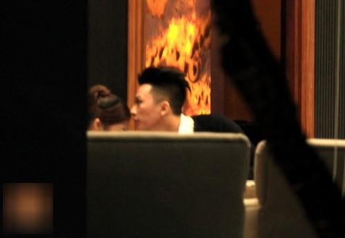 Nhìn lại hình ảnh mặn nồng của Hương Tràm và bạn trai hotboy