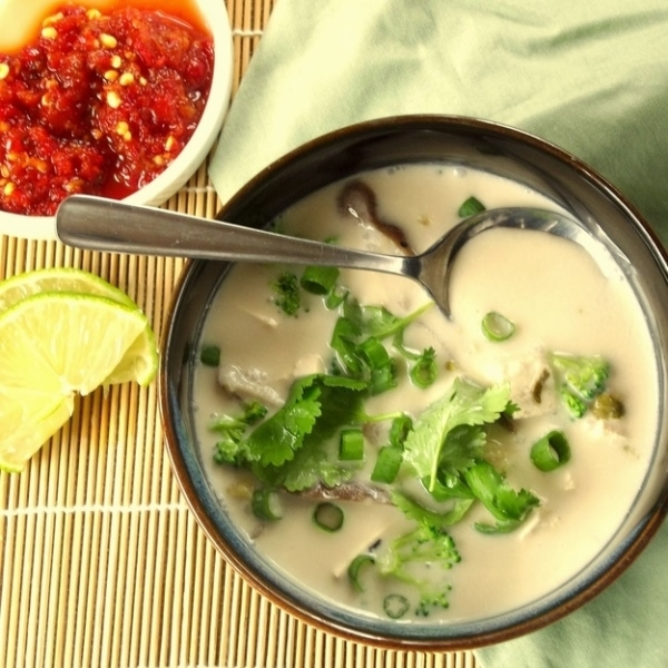 5. Gai Tom Kha với hương vị của dừa và củ sả.