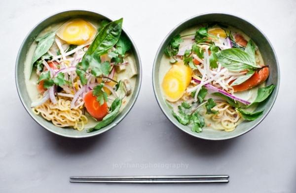 3. Green curry ramen món ăn của Thái và tất nhiên không thể thiếu vị cay nồng đặc trưng.