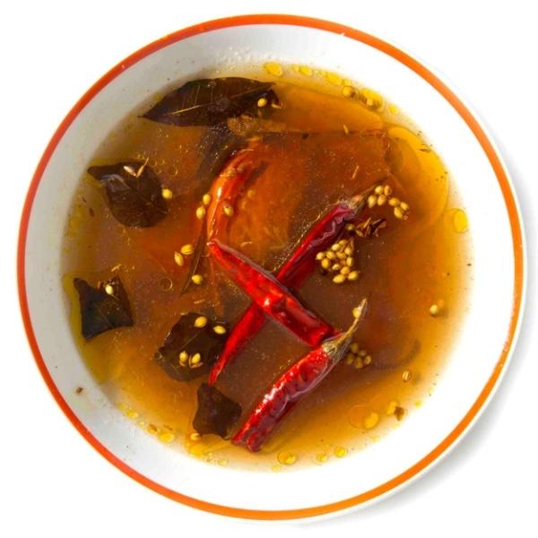 11. Súp Milagu Rasam nổi bật với màu đỏ của cà chua và ớt trái.