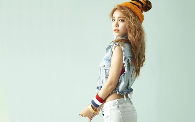 Ailee sở hữu giọng hát khỏe khoắn và thân hình bốc lửa.