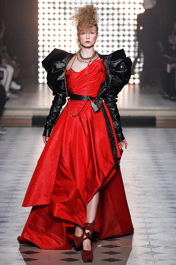 Chìm đắm trong những chiếc váy cá tính của Vivienne Westwood
