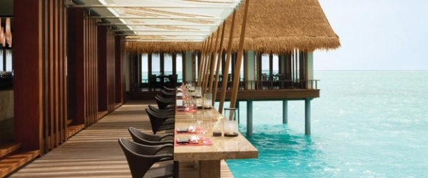 Nhà hàng xây ngoài biển khơi thích hợp cho những ai yêu biển.