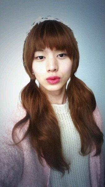 """Sungjae (BTOB) đăng hình giả gái với dòng tin nhắn: """"Tôi đoán rằng chị Min Suk rất đẹp. Mặc dù không xinh đẹp bằng tôi đâu"""""""