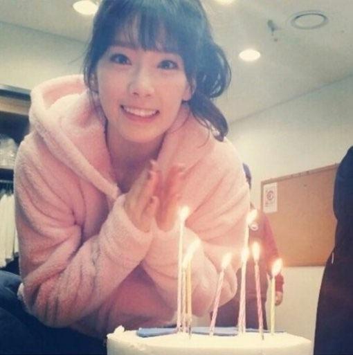 """Sooyoung đăng tải hình ảnh Taeyeon lên trang Instagram và chúc mừng sinh nhật cô thật tình cảm: """"Happy birthday Taengoo. Mình yêu cậu"""""""