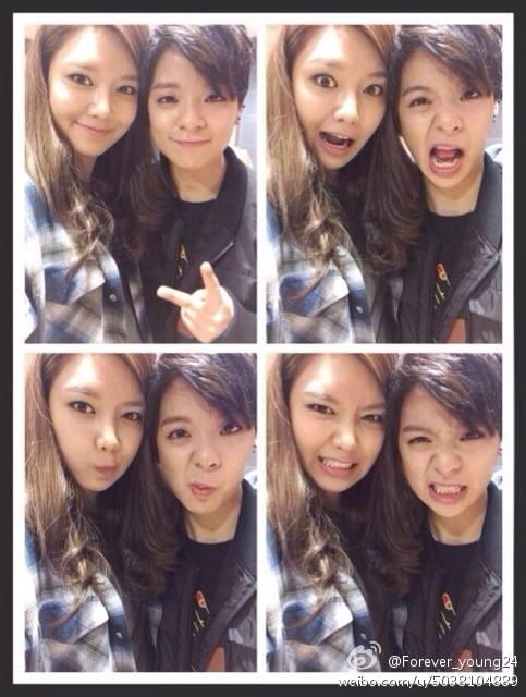"""Sooyoung đăng tải hình ảnh tự sướng """"nhắng nhít"""" cùng Amber f(x) lên trang weibo: """"Cám ơn em vì đã đến ủng hộ tụi chị ngày hôm nay nhé"""""""