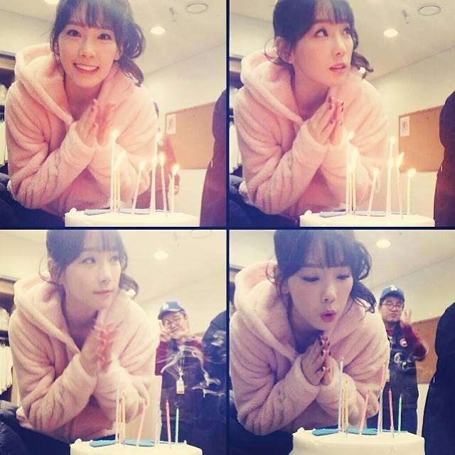 """Cũng trong ngày sinh nhật, Taeyeon không giấu được sự vui mừng khi đăng tải liên tục những bức ảnh mừng sinh nhật của mình với lời nhắn: """"Cám ơn mọi người rất nhiều"""""""