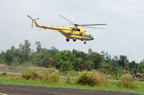 7h12 phút sáng 10/3, một chiếc Mi 171 của Trung đoàn 917 cất cánh từ sân bay Cà Mau ra Phú Quốc rước thứ trưởng Phạm Quý Tiêu bay ra khu vực phát hiện vật thể lạ rồi bay trở về sân bay Cà Mau. Ảnh: Duy Khang