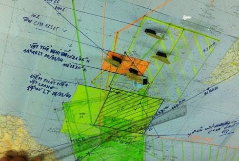 Vị trí phát hiện dấu hiệu và vật thể lạ cùng 4 máy bay Việt Nam trong khu vực tìm kiếm. Ảnh: Đoàn Loan