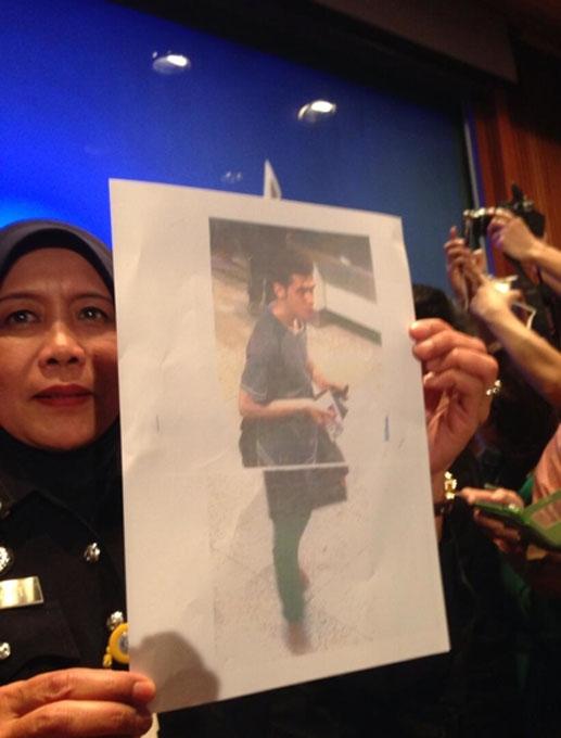 Vụ máy bay mất tích: Malaysia công bố hình 2 người mang hộ chiếu giả