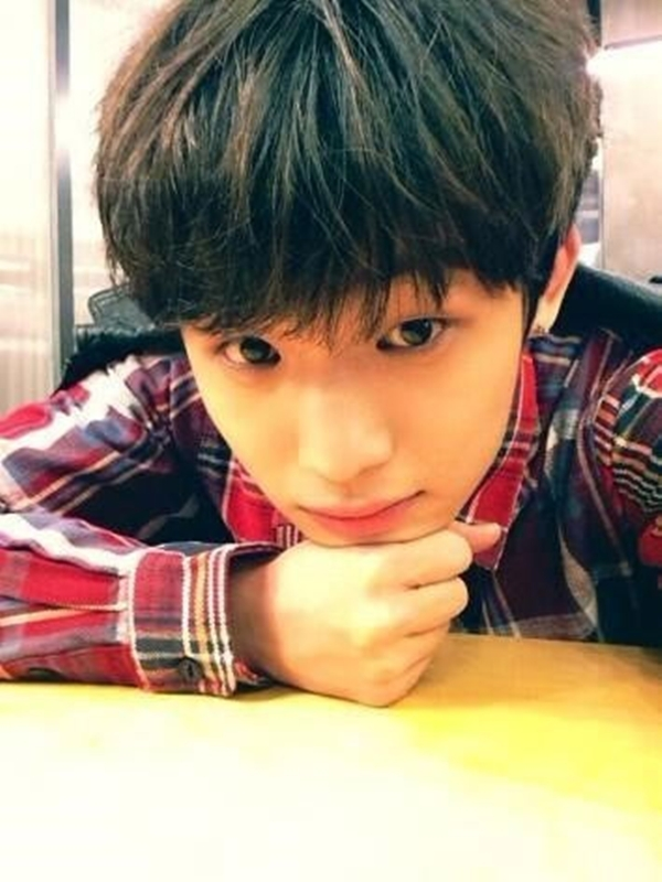 """Hyun Sik của BTOB thì làm cho fan phải """"phát cuồng"""" vì hình ảnh vô cùng đẹp trai của mình: """"Chào buổi sáng"""""""