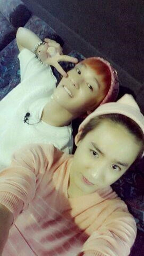 """Chunji Teen Topthì thích thú khoe hình """"tự sướng"""" cùng với L.Joe"""