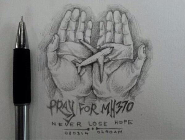 """Bức ảnh """"Cầu nguyện cho MH370, đừng đánh mất hi vọng"""" và thời điểm chiếc máy bay mất tích vào ngày 8-3-2014 - Ảnh: Twitter"""