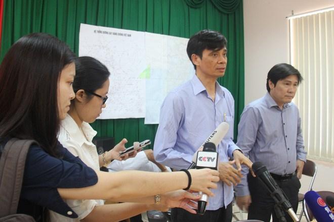 Ông Phạm Quý Tiêu – Thứ trưởng Bộ GTVT trả lời phóng viên. Ảnh: Hữu Danh