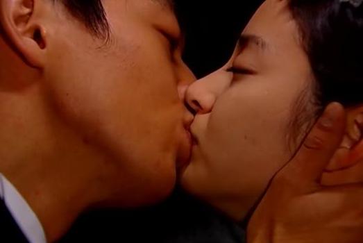 Kim Tae Hee không hôn lại bạn diễn