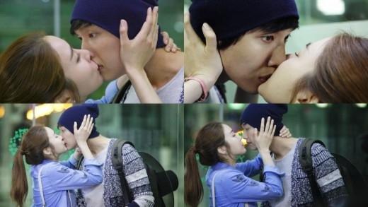 """Ji Hyun Woo """"bất ngờ"""" nhận nụ hôn từ bạn gái xinh đẹp Yoo In Na đến mức không kịp đáp trả lại"""