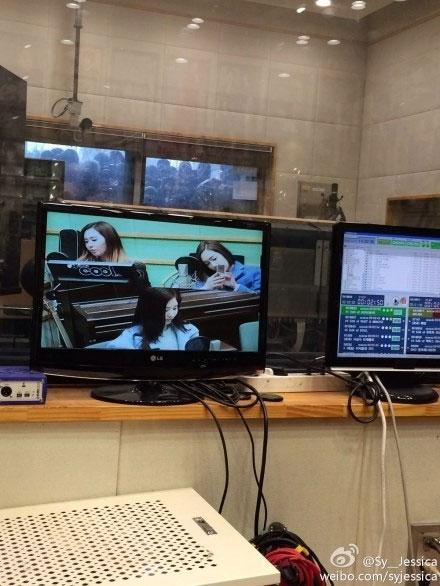 """Jessica đăng hình đang tham gia chương trình radio trên weibo với dòng tin nhắn: """"Góc nhìn của tôi"""""""