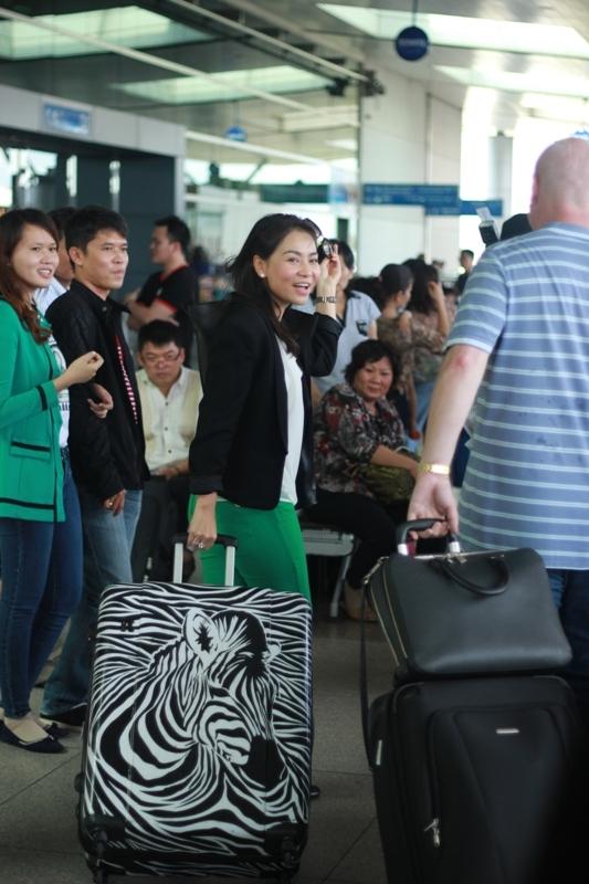 Một số hình ảnh của Thu Minh tại sân bay trước khi đi Châu Âu và Nam Phi. Được biết, chuyến đi này của Thu Minh sẽ kéo dài 2 tháng. - Tin sao Viet - Tin tuc sao Viet - Scandal sao Viet - Tin tuc cua Sao - Tin cua Sao
