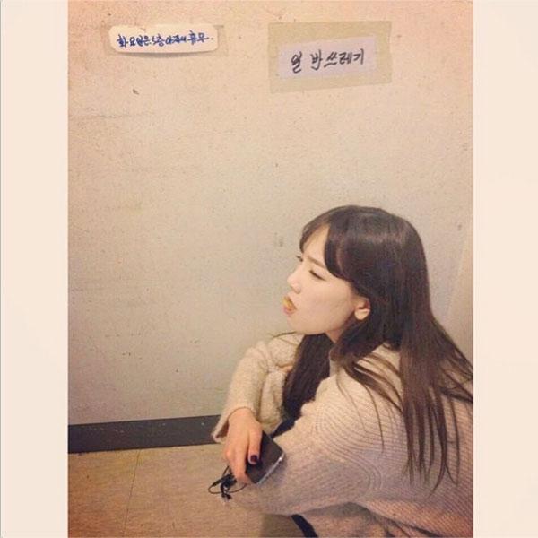"""Taeyeon đăng tải một bức hình """"khó hiểu"""" trong ngày 1/4"""