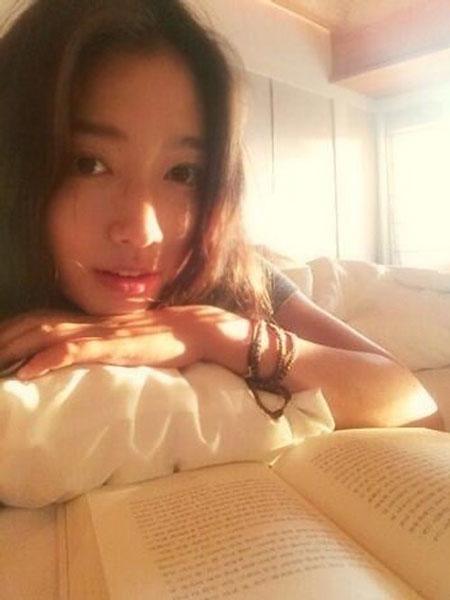 Park Shin Hye đăng tải hình mặt mộc cực xinh nhân dịp cô vừa phát hành single mới có tên Arm Pillow.