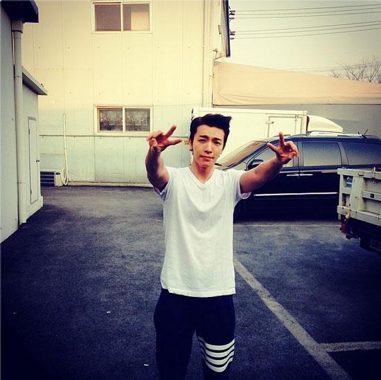 Donghae đăng hình chúc mọi người một ngày tốt lành
