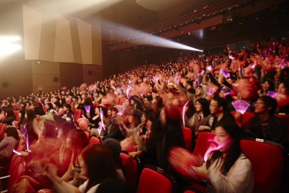 SNSD cực xinh đẹp trong buổi họp mặt fan