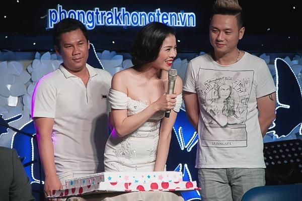 Lệ Quyên đón sinh nhật ấm cúng bên người thân và khán giả - Tin sao Viet - Tin tuc sao Viet - Scandal sao Viet - Tin tuc cua Sao - Tin cua Sao