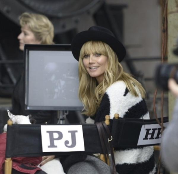 Heidi Klum đã có một chỗ ngồi bên cạnh ghế đạo diễn. Cô cảm thấy hạnh phúc và vui vẻ vì điều đó.