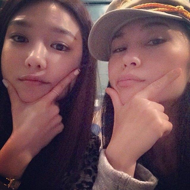 """Sooyoung đăng tải hình chụp cùng thầy dạy nhảy với nội dung: """"Tôi thích cô gái này"""""""