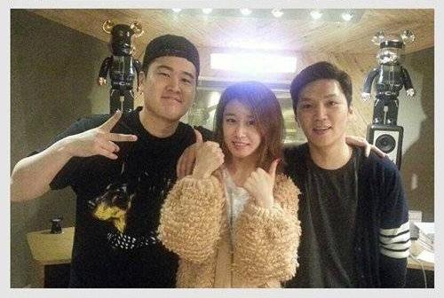 Jiyeon bên ekip Duble Sidekick