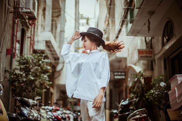 Mặc đẹp xuống phố trong thời tiết giao mùa
