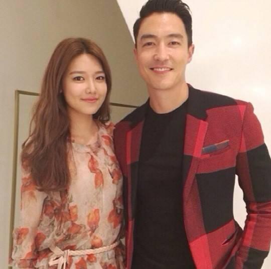 Sooyoung khoe hình chụp cùngDaniel Henneyvới nội dung: Anh ấy thật đẹp trai