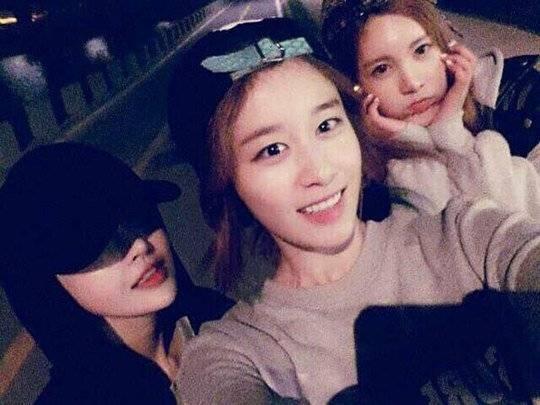 Boram (T-ara) đăng tải hình chụp cùng Jiyeon và Qri với nội dung: Du ngoạn sông Hàn
