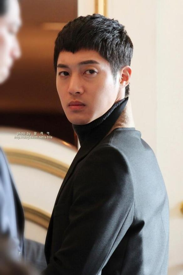 Kim Hyun Joong bị hạn chế hẹn hò khi còn trong SS501