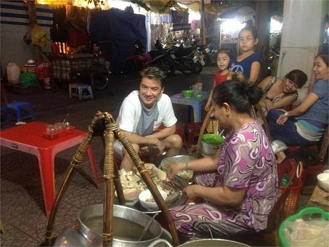 Sao Việt lê la quán xá bình dân vỉa hè