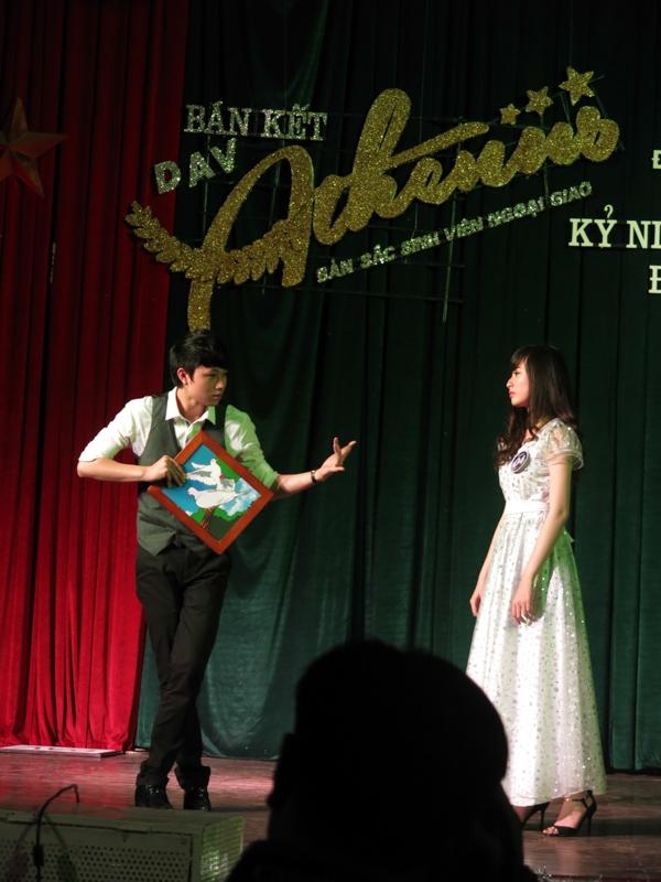 Các cặp đôi thể hiện tài năng ảo thuật