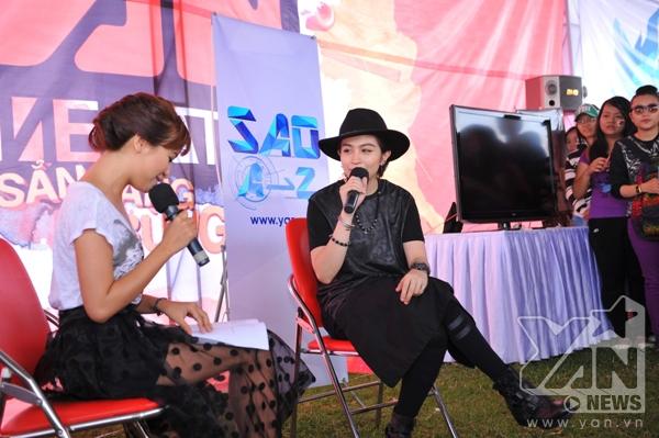 Ngoài ra Gil Lê còn tham gia chương trình Sao A-Z được ghi hình ngay tại booth YAN TV